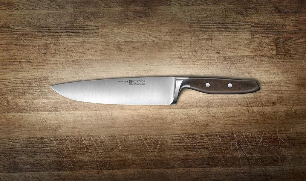 Кованый нож на кухне